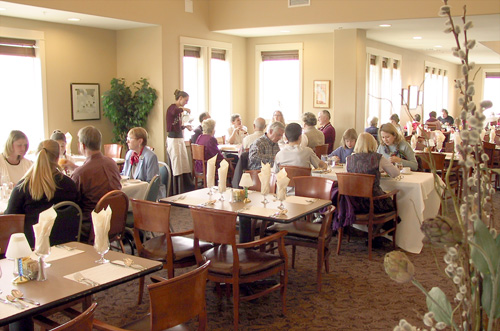 THE IMPORTANCE OF NOISY DINING ROOMS IN YOUR RETIREMENT  : diningroom from retireusa.net size 500 x 331 jpeg 85kB